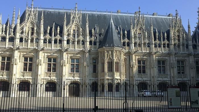 Cour_du_Palais_de_Justice_de_ROUEN,_façade.jpg
