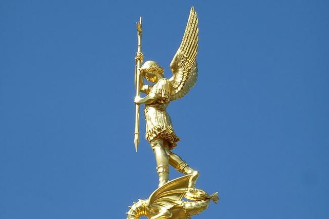 Statue_de_saint-michel.JPG