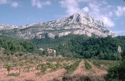 Montagne_Sainte_Victoire_vue_panoramique.jpg