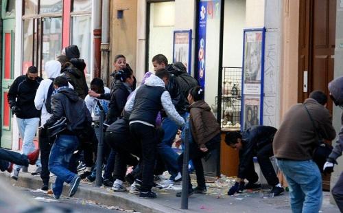 VIOLENCES GREVES RETRAITES 2010 2.jpg