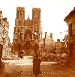 a3_cathedrale_de_Reims_apres_un_bombardement.jpg