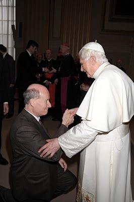 massimo Introvigne con il santo padre.JPG