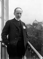 Romain_Rolland_de_face_au_balcon,_Meurisse,_1914_retouche.jpg
