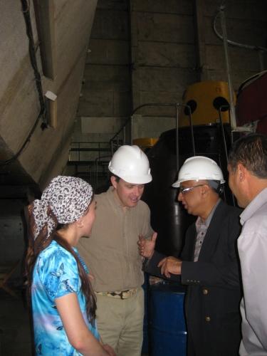 PJ TADJI 2011 Dans la salle des turbines du barrage electrique de Khorog.JPG