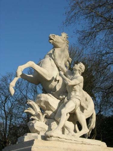 29 novembre,louis ix,blanche de castille,philippe le bel,paix perpetuelle,gardes suisses,nîmes,jardins de la fontaine,mareschal