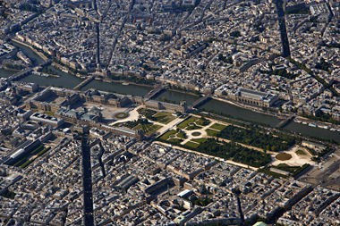 380px-Louvre_Paris_from_top.jpg