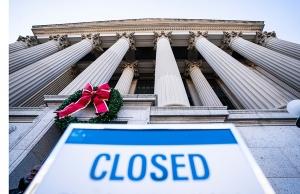 800-000-employes-federaux-affectes-shutdown-moitie-obligee-travaillerdes-services-juges-essentiels-etrelinstant-payee-tandis-lautre-chomage-force_0_729_486.jpg