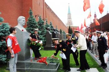 343197-partisans-parti-communiste-russe-deposent.jpg
