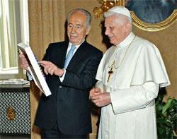 BENOIT XVI PERES 1.JPG