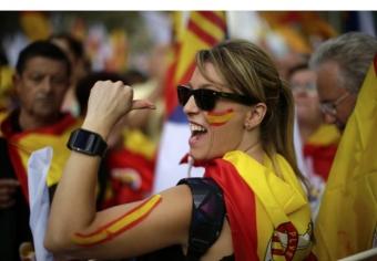 1482558-madrid-nombreux-drapeaux-espagnols-ornent.jpg