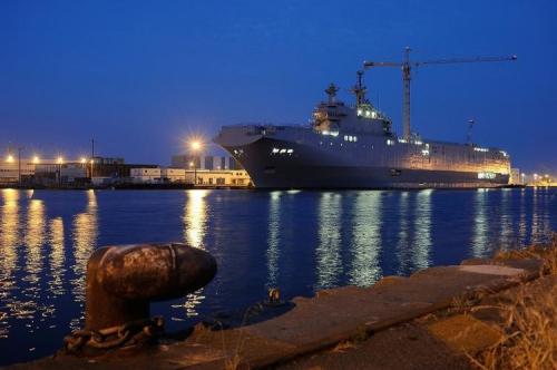 674571-le-navire-de-guerre-vladivostok-un-mistral-commande-par-la-russie-le-23-juin-2014-a-saint-nazaire.jpg