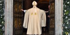 Le-pape-Francois-inaugure-le-debut-de-l-Annee-sainte (1).jpg
