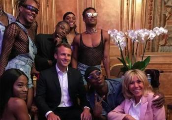 La-fete-de-la-musique-a-l-Elysee-les-incroyables-photos-d-Emmanuel-et-Brigitte-Macron-qui-font-la-fete.jpg