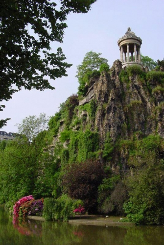 buttes chaumont.JPG