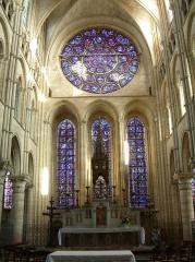800px-Autel_vitraux_cathédrale_Laon_1.jpg