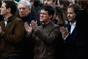Manuel-Valls-dans-la-rue-pour-la-manifestation-de-la-droite-et-de-l-extreme-droite-contre-Sanchez.jpg