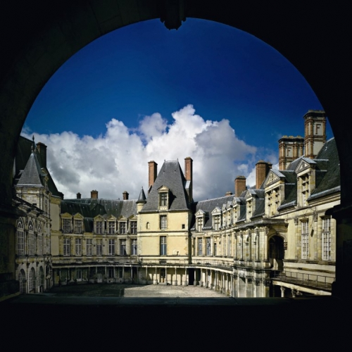 FONTAINEBLEAU COUR OVALE.jpg