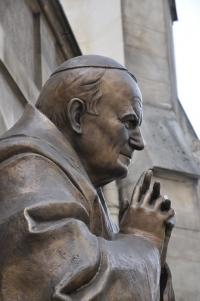 jean paul II statue paris.jpg