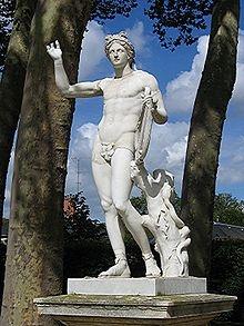 220px-StatueApollon2.jpg