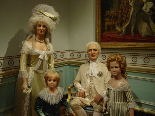 Louis-XVI-Marie-Antoinette-family-at-Madam-Tussaud-in-London.jpg