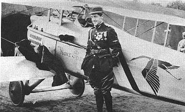 guynemer devant son avion spad III.jpg