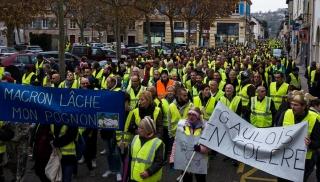 1173130-manifestation-des-gilets-jaunes-a-la-tour-du-pin-38.jpg