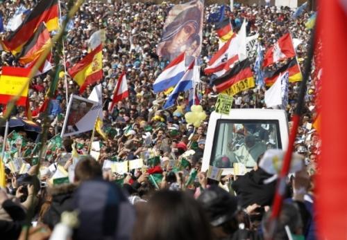 BENOIT XVI FATIMA MAI 2010.jpg