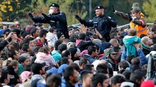 policiers-autrichiens-migrants.jpg