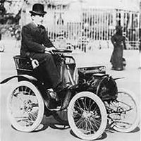 200px-Louis_Renault_with_his_first_car.jpg