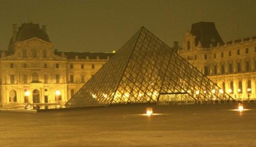PyramidePeiLouvre0049-Extrait-700.jpg